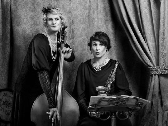 Marian a Karel Roden jako roztomilé mužoženy z Někdo to rád horké.