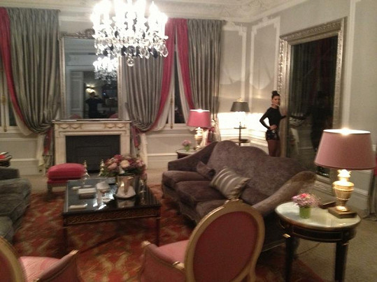 V tomto apartmánu se Tereza zasnoubila. Před několika týdny tu znovuobnovila manželský slib slavná zpěvačka Mariah Carey.