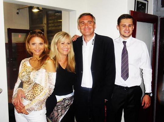 Yvetta, Honza, majitelka holičství Bára Grafnetr a její syn Jakub.