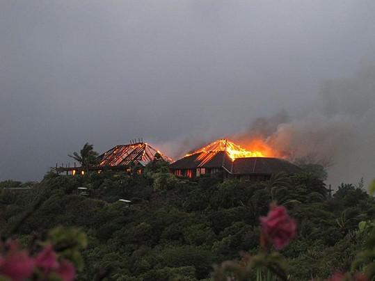 Hořící dům, z něhož Kate Winslet zachránila matku miliardáře Richarda Bransona.