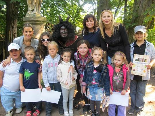 Monika Marešová se synem Kubou, Ilona Csáková a Ivana Gottová s holkama na konci báječně prožitého víkendu v Dětenicích.