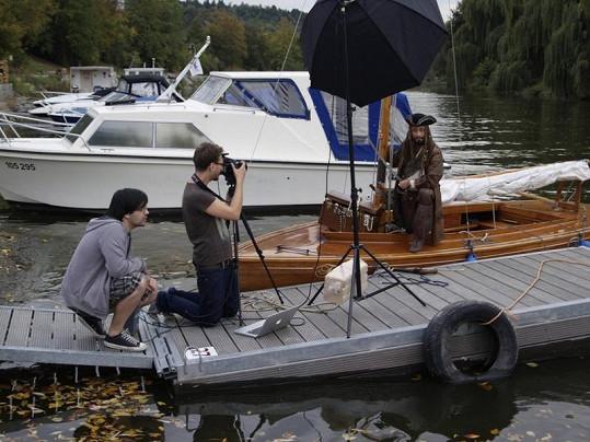 Sehnat v Praze dřevěnou plachetnici byla pořádná fuška.