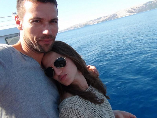 Lukáš Hejlík a jeho přítelkyně Anežka na dovolené v Chorvatsku.