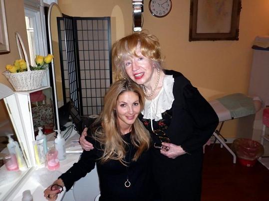 Tereza před porodem s kamarádkou Inkou.