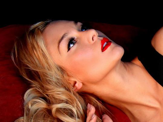 Herečka Barbora Mottlová je bez partnera.