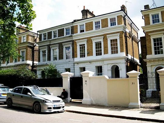 Dům, kde žila a zemřela Amy Winehouse, je na prodej.