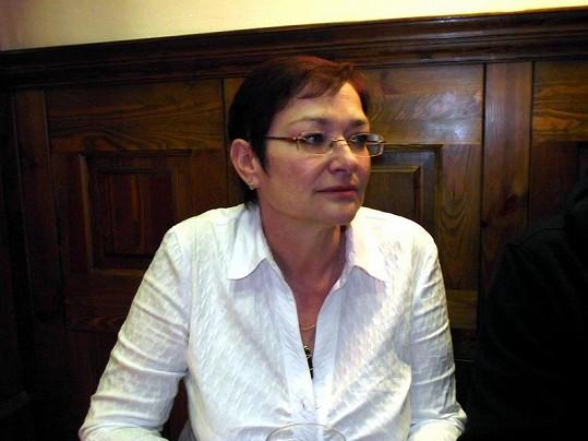 Darina Rychtářová tentokrát k soudu nešla, je v Teplicích.