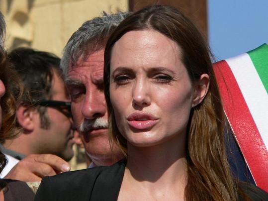 Krásná Angelina Jolie za uprchlíky bojuje jak lvice.