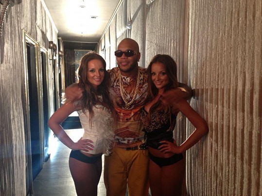 Daniela a Veronika Nízlovy s americkým zpěvákem a rapperem Flo Ridou