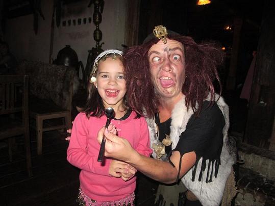 Charlottka se čarodějnice nebála. Ta se totiž živí jen zlobivými dětmi.