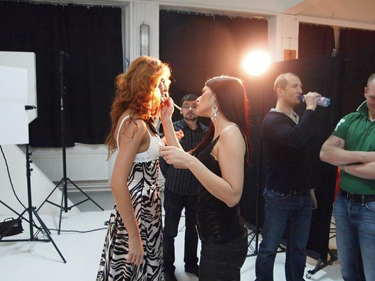 S Anetou a Ivetou fotila i finalistka Miss ČR 2008 Darja Jacukevičová.