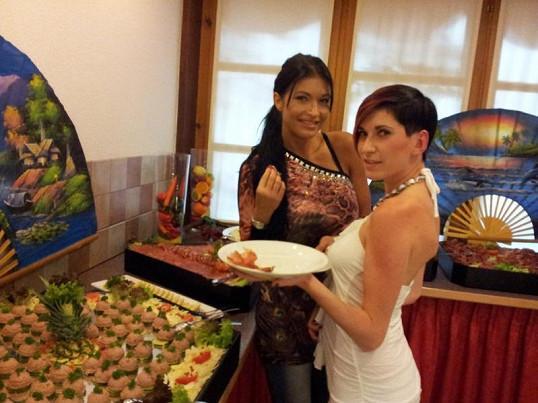 Julie s kolegyní Zuzanou Strakošovou.