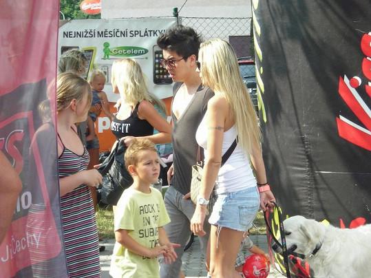 Martina Gavriely v ultrakrátkých šortkách s přítelem Marcusem Tranem.