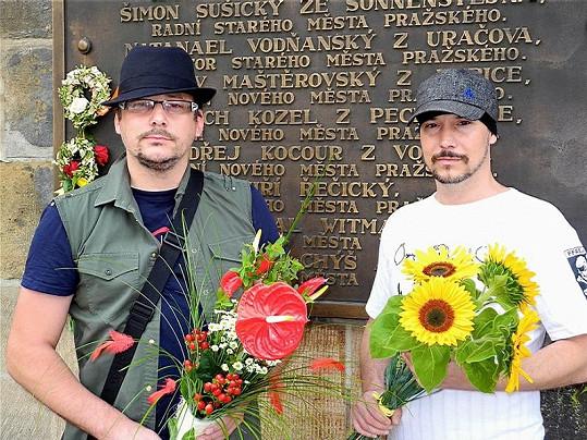 Marian Vojtko a Bohuš Matuš s kyticí.
