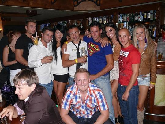 Oslavy se účastnili další soutěžící z Hotelu Paradise.