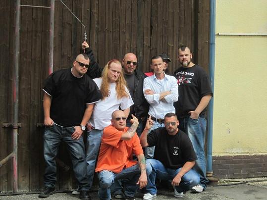 Na písni se podílela kapela Walda Gang.