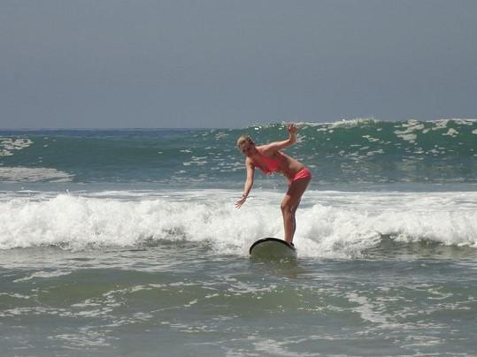 Nikol Moravcová začala surfovat kvůli příteli.