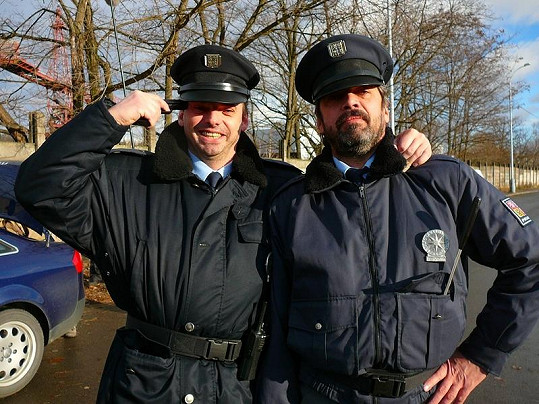 Václav Čížkovský (vlevo) si zahrál policistu v seriálu První oddělení.