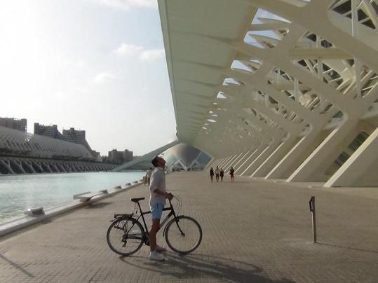 Lukáš Hejlík poznával památky na kole.