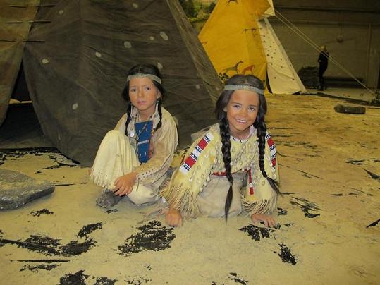 Nelly Sofie a Charlotte Gottovy se proměnily v krásné indiánky.
