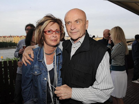 Ilona Svobodová s kolegou Bořivojem Navrátilem v době, než ho zasáhla rakovina.