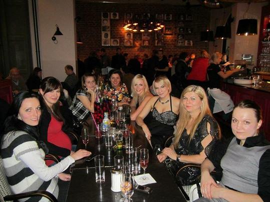 Kristýna s kamarádkami v kavárně Café Café.