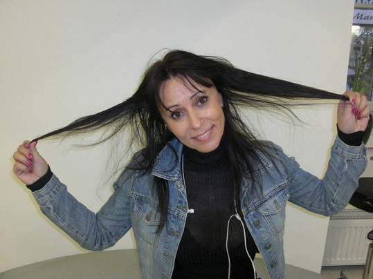 Takové vlasy měla Janků těsně před zákrokem kadeřnic.