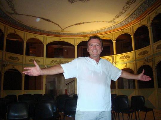 Tohle divadlo si Pavel Trávníček na Hvaru vyhlédl.