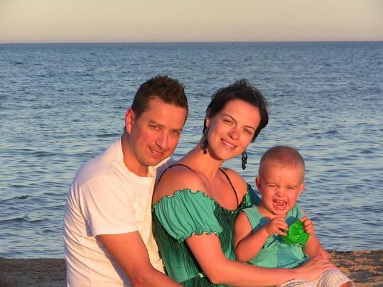 Petr Bende s manželkou Zuzanou a synem na dovolené v Egyptě.