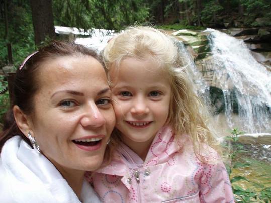 Vanda se svou andělskou dcerkou v Harrachově.