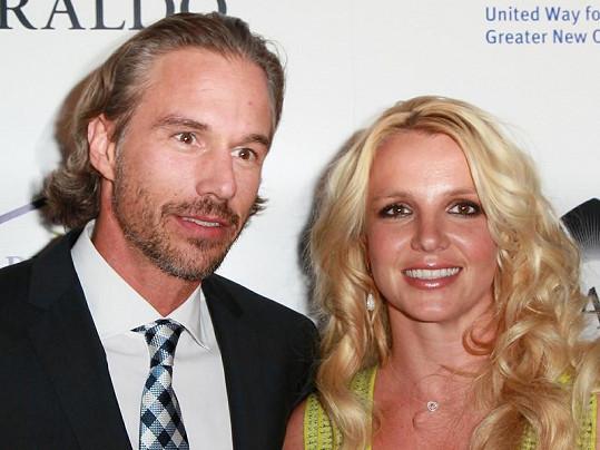 Brit a její přítel na charitativní akci v Beverly Hills.