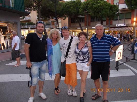 Světlana s přítelem Vaškem a rodinou Martina Franceho.