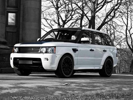 Podobný Range Rover si koupil Justin Bieber.