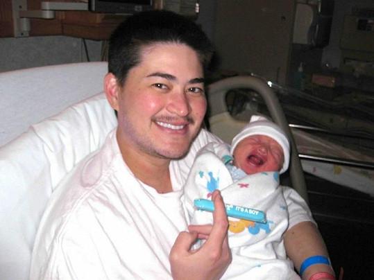 Thomas Beatie je šťastným otcem tří dětí.