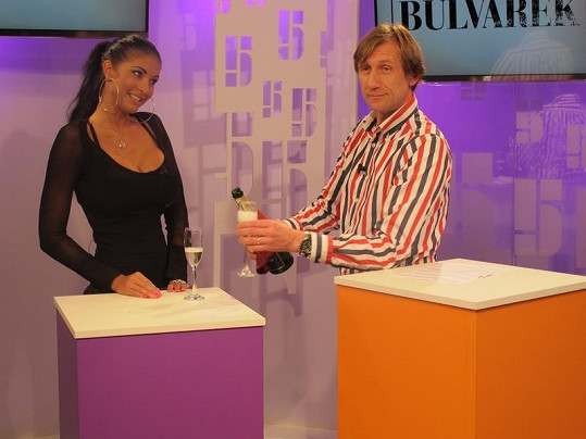 Julie Zugarová oslavila své narozeniny v přímém přenosu TV Pětka.