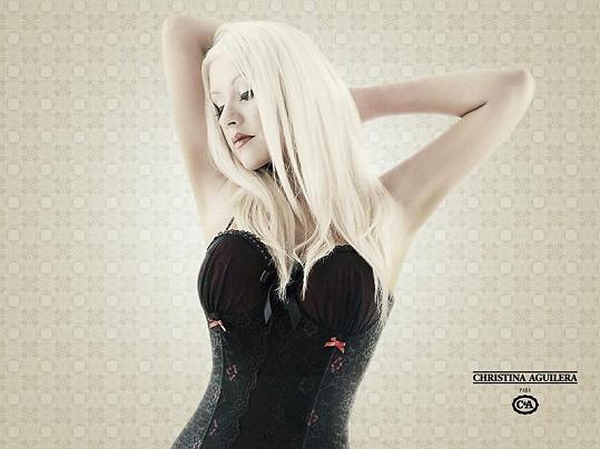 Aguilera v jednom ze svých korzetů.