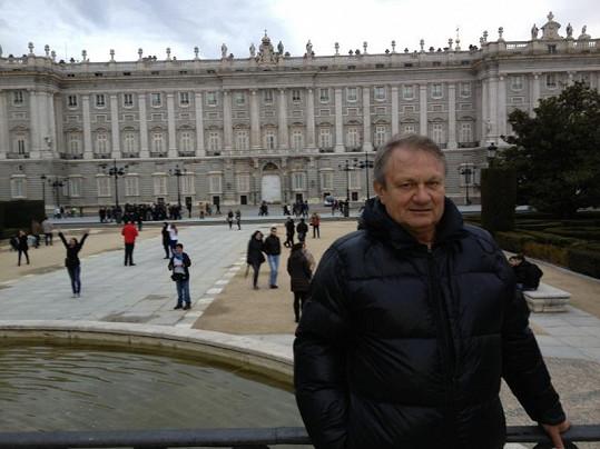 Jiří Adamec před Královským palácem.