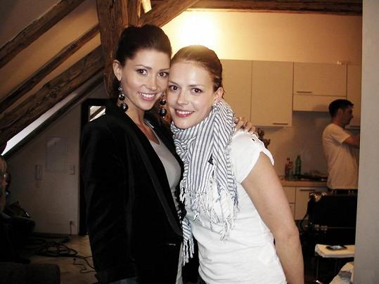 Tereza Kerndlová s Andreou Kerestešovou, která v jejím klipu hrála lesbičku.