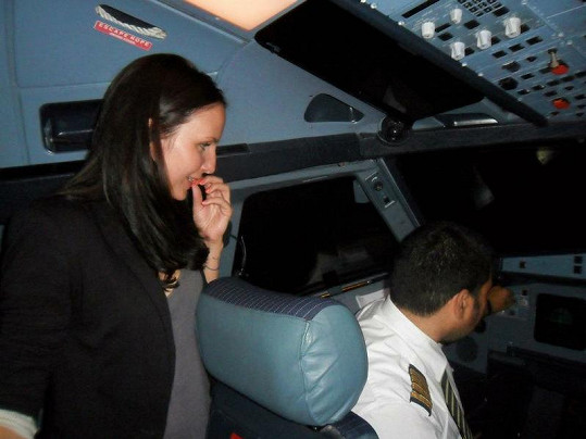 Nová dýchala pilotovi za krk.