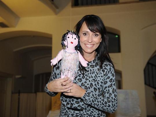 Heidi Janků panenku oblékla ve svém stylu.