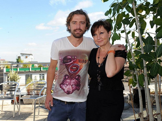 Bára Basiková s manželem Petrem Polákem se pomluvám jen smějí.