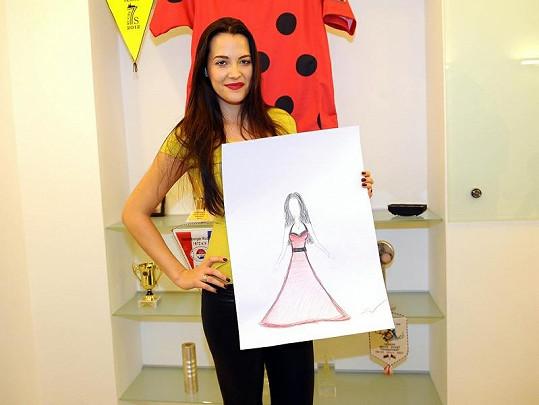 Katka Sokolová vytvořila návrh červených plesových šatů.