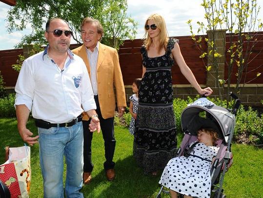 Karel Gott s rodinou u Michala Davida.