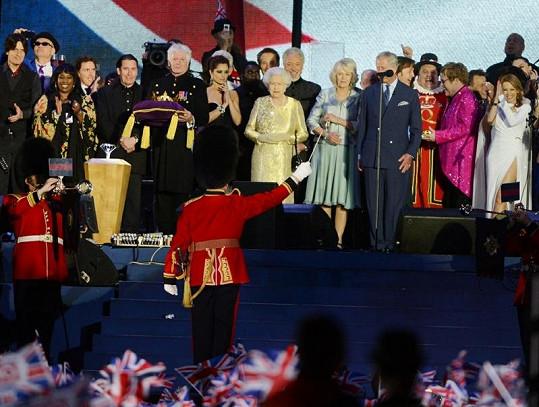 Koncertu pro královnu Alžbětu II. se účastnila její rodina i řada slavných Britů.