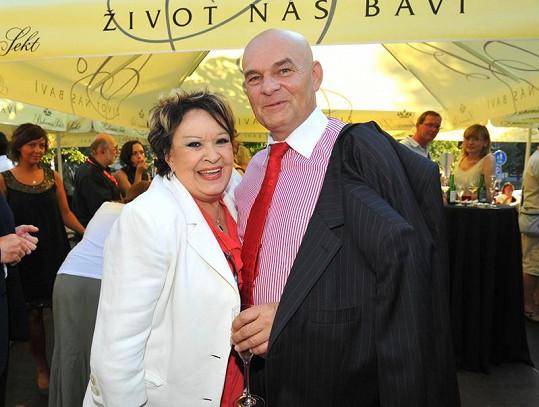 Jiřina Bohdalová s Jiřím Janečkem na párty ČT.