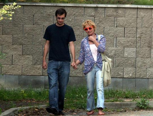 Vilma Cibulková na procházce s patrně novým milencem. Znáte ho?