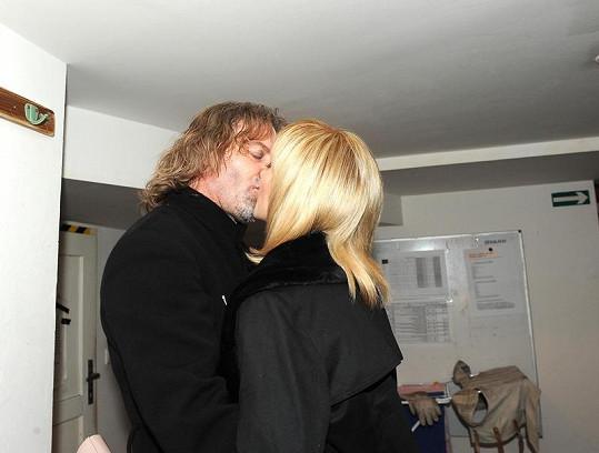 Manželský polibek.
