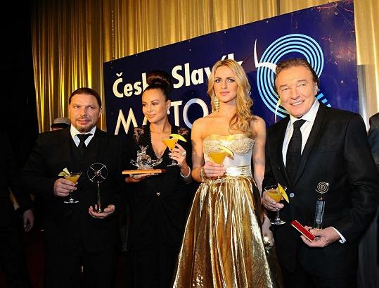 Karel Gott, Gábina Gunčíková, Monika Bagárová a Petr Kolář na slavících.