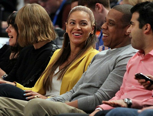 Beyoncé a Jay-Z se na basketbalovém zápase dobře bavili.