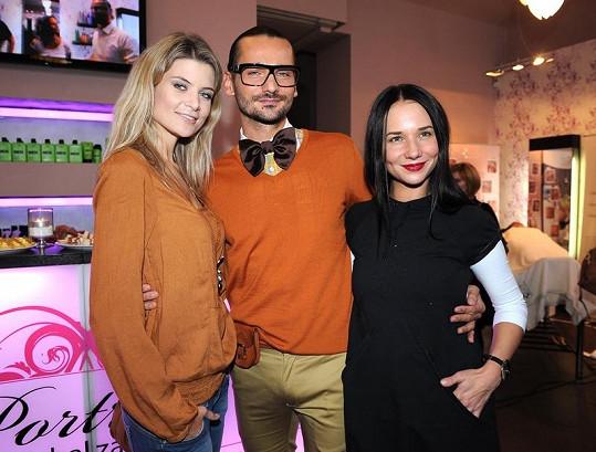 Sandra s Ivetou Lutovskou a svým kadeřníkem Michalem Zapomělem.
